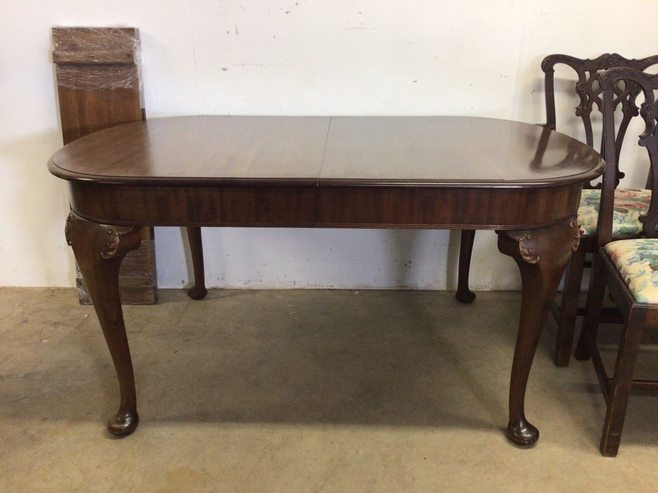 A mahogany extending table on cabriole legs with two extra leaves with four Victorian chairs to - Image 2 of 6