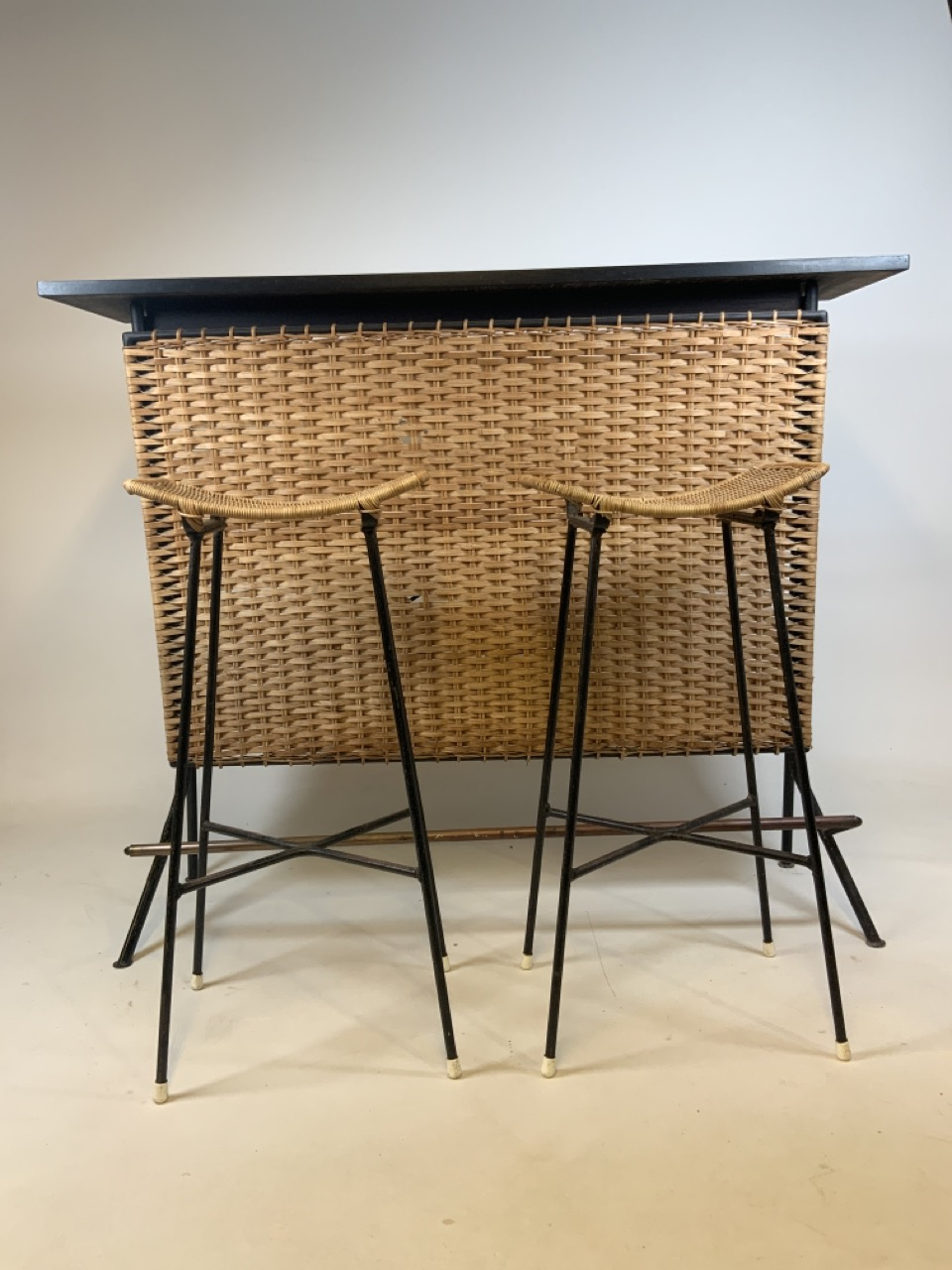 A Franco Albini mid century wicker and iron bar and two bar stools. Bar has two teak shelves to - Image 7 of 13