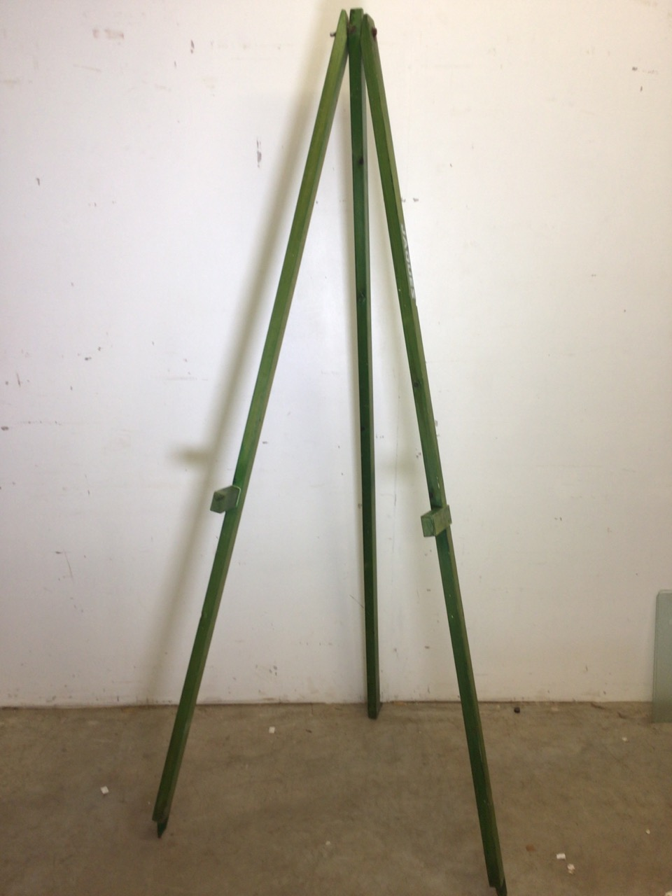 A Jaques archery stand or outdoor easel. H:195cm
