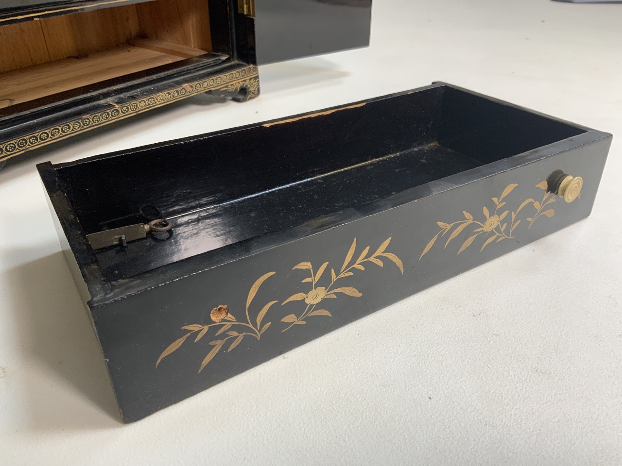 A black lacquered Japanese jewellery chest of five drawers with extensive gilt painted decoration - Image 5 of 13