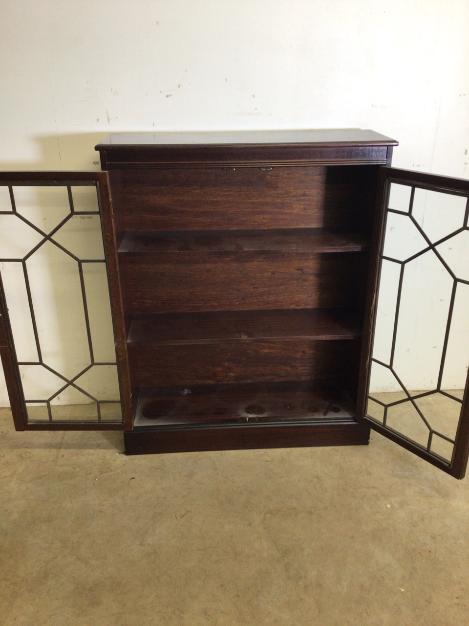 A small mahogany glazed bookcase with interior shelves. W:83cm x D:27cm x H:102cm - Image 3 of 6