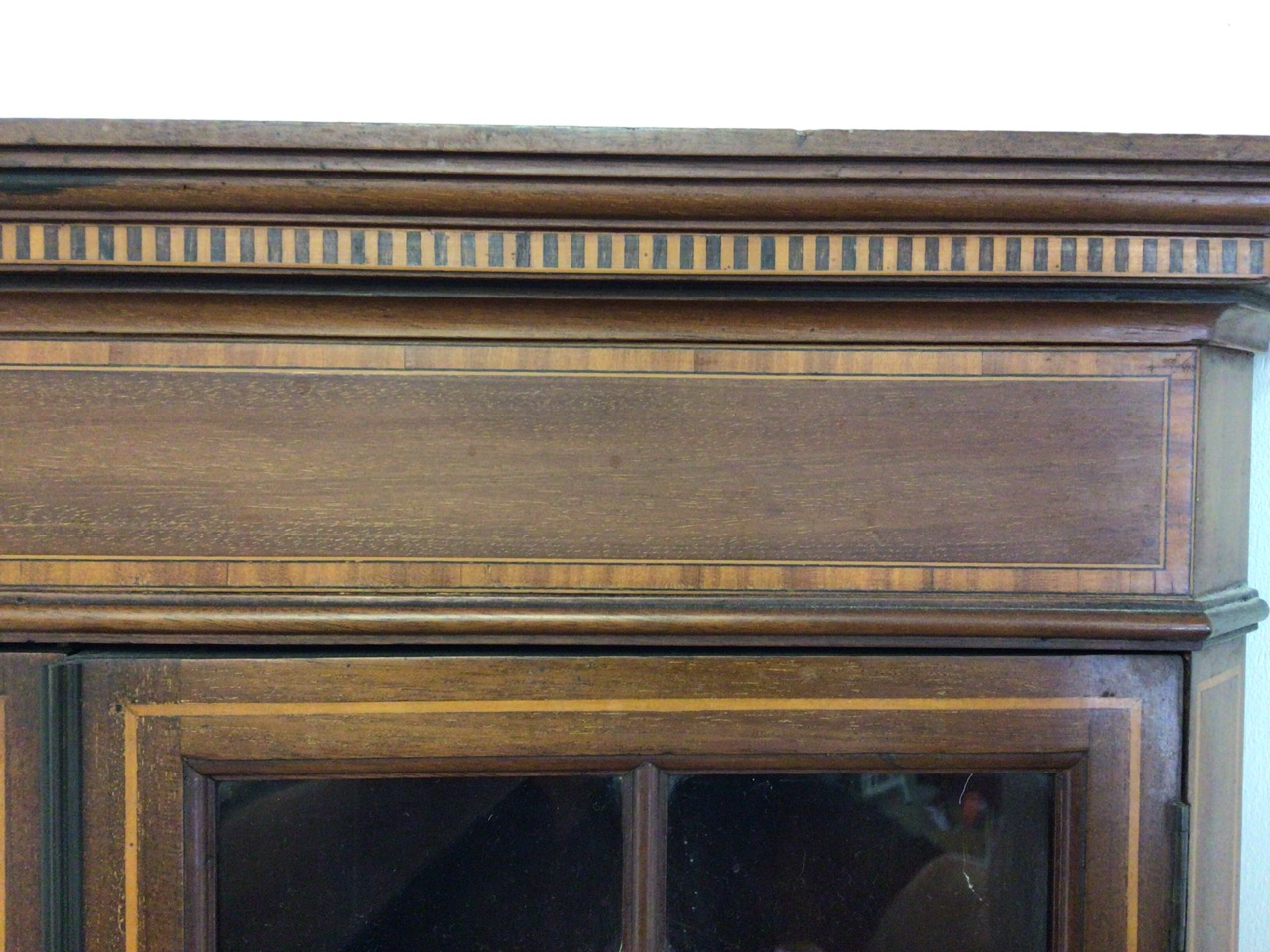 An inlaid Edwardian two piece corner cupboard each section with double doors to shelves W:70cm x D: - Image 5 of 5