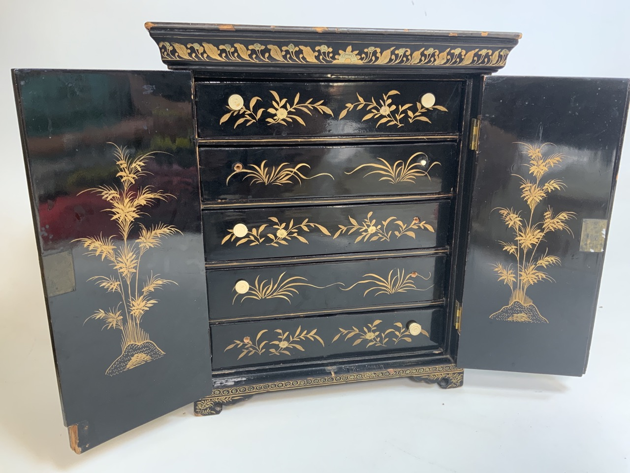 A black lacquered Japanese jewellery chest of five drawers with extensive gilt painted decoration - Image 3 of 13