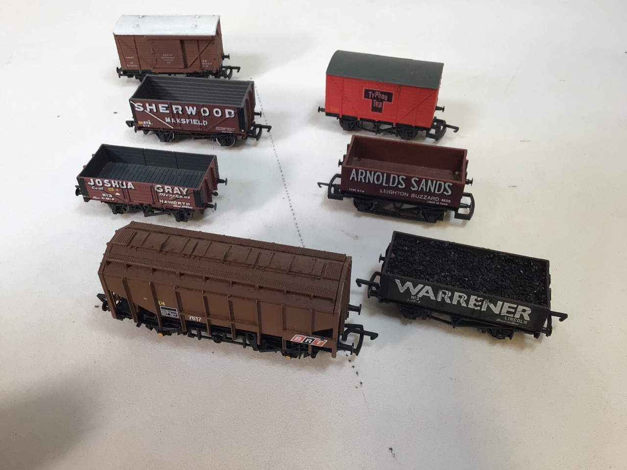 A collection of twenty four 00 gauge railway wagons - Image 2 of 4
