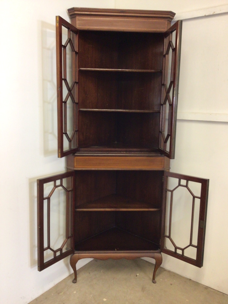 An inlaid Edwardian two piece corner cupboard each section with double doors to shelves W:70cm x D: - Image 3 of 5