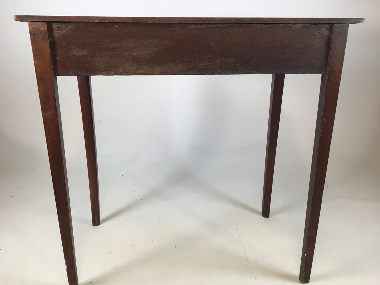 Small antique Georgian style side table with tapered legs with large central drawers and brass - Image 5 of 8