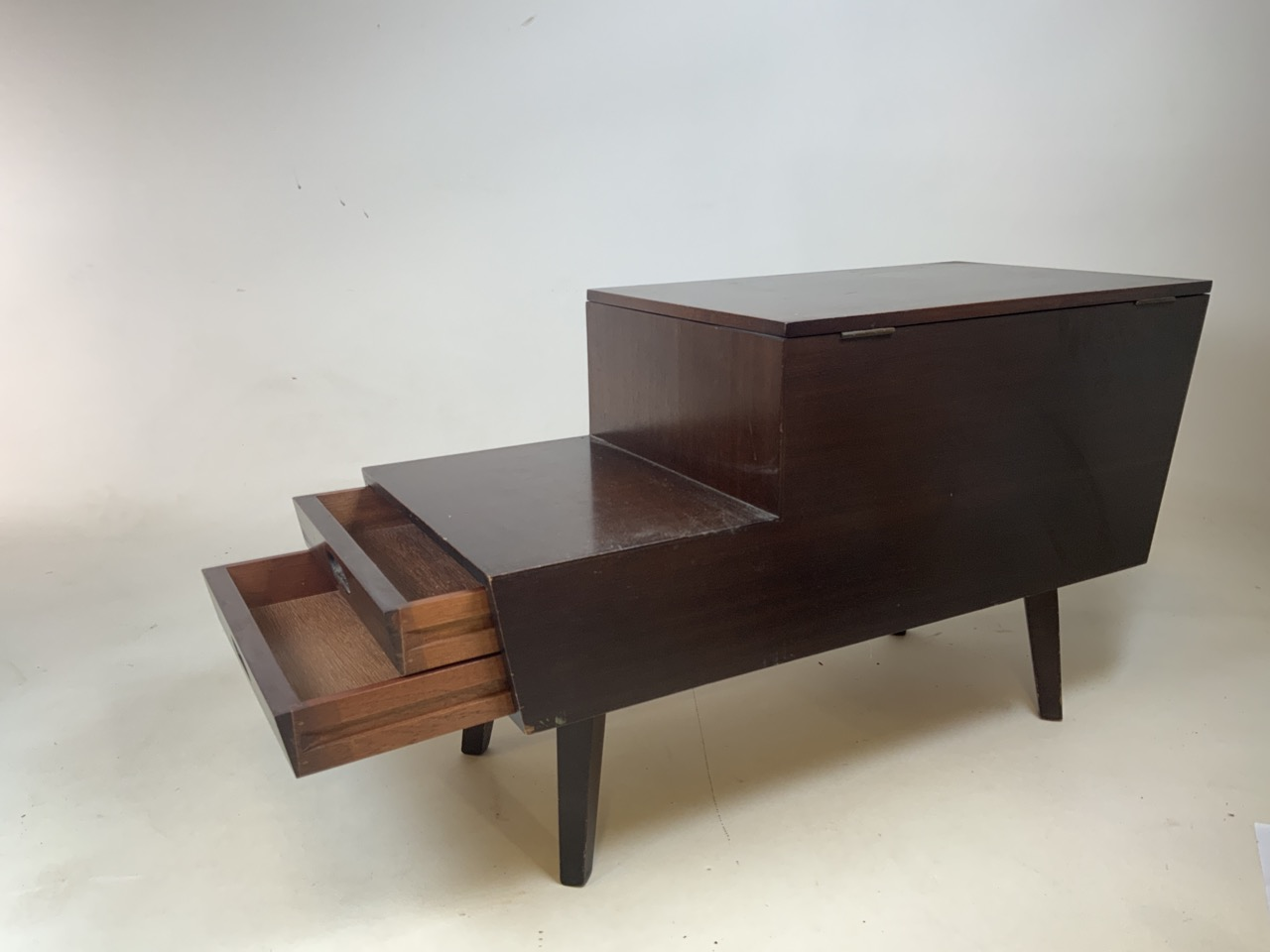 Mid century Vanson teak sewing/ coffee table with lift up top and two drawers. Sliding storage - Image 3 of 5