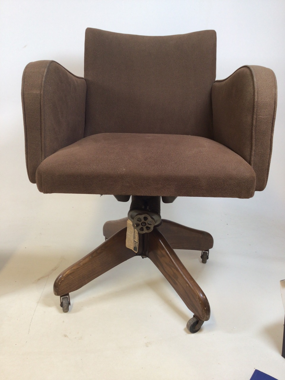 A Hillcrest mid century swivel office chair with Hillcrest label to metal base on oak stand with - Image 3 of 5