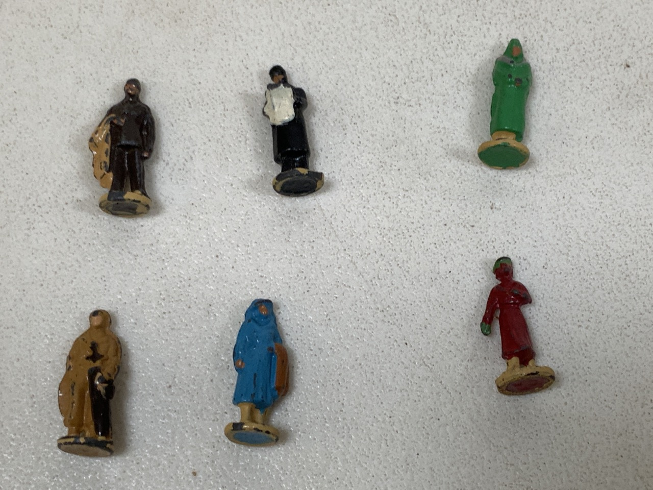 Dinky toy miniature passengers for gauge 00 railway in original box - six pieces. Height approx 2cm - Image 2 of 2