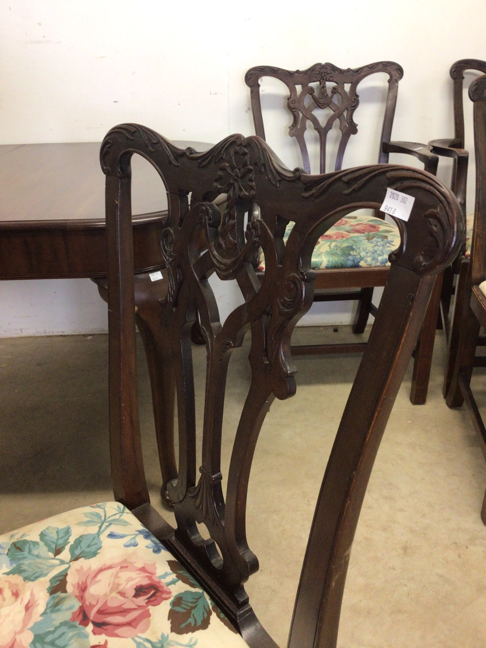 A mahogany extending table on cabriole legs with two extra leaves with four Victorian chairs to - Image 5 of 6