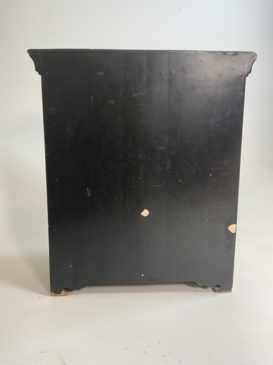 A black lacquered Japanese jewellery chest of five drawers with extensive gilt painted decoration - Image 10 of 13