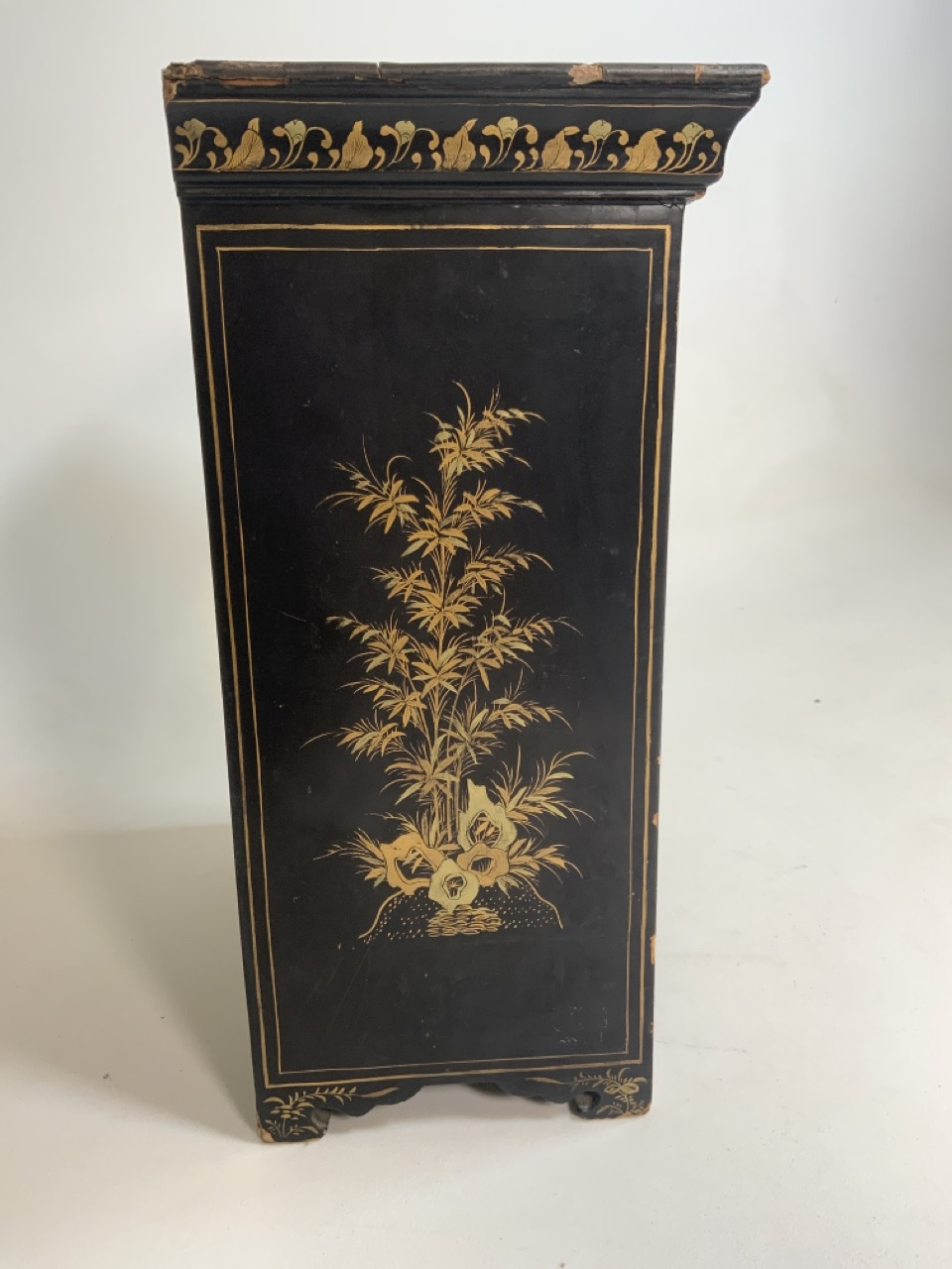 A black lacquered Japanese jewellery chest of five drawers with extensive gilt painted decoration - Image 9 of 13