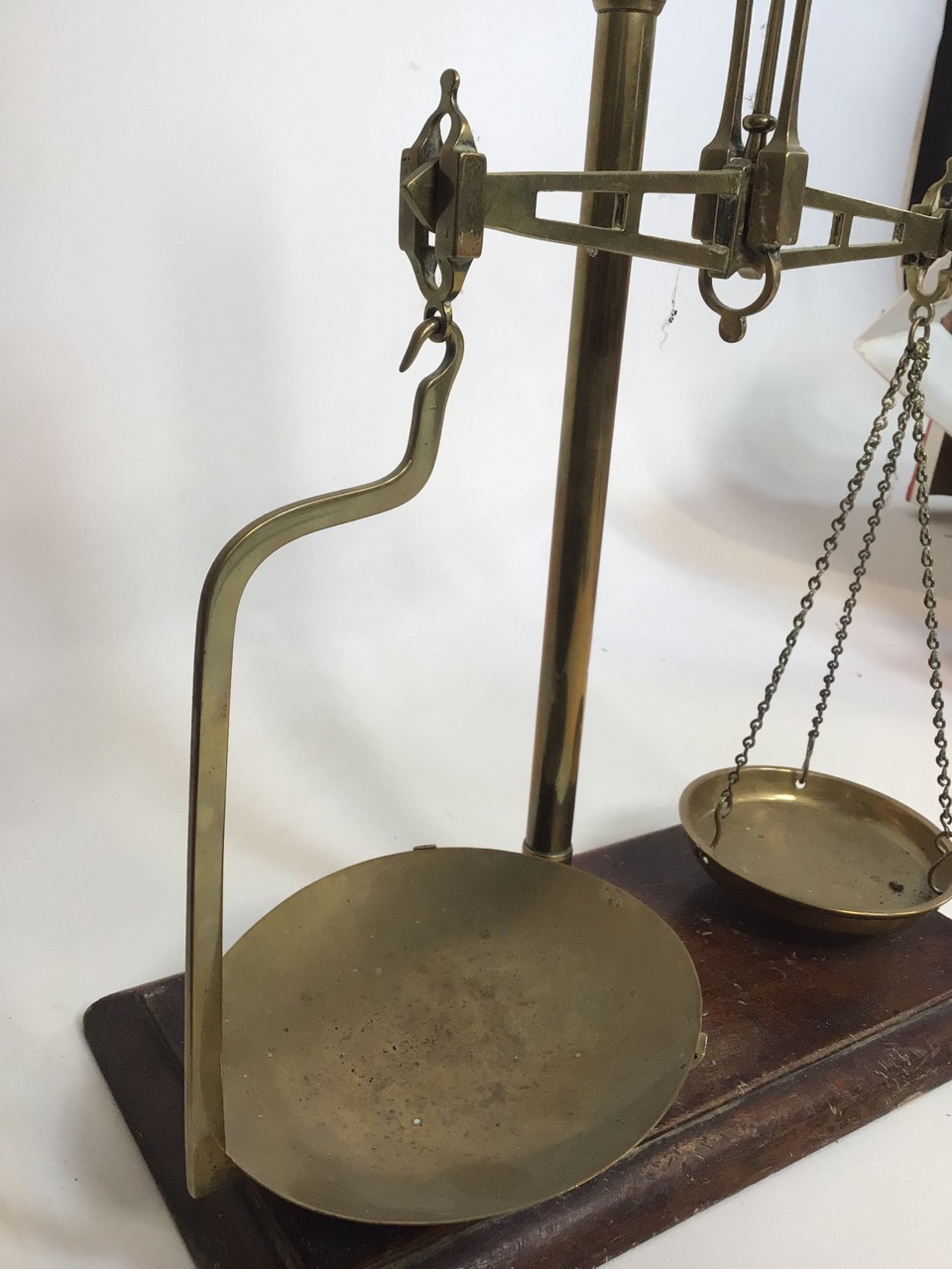 A set of brass post office scales. With original Todd's scale works label. H:43cm - Image 4 of 6