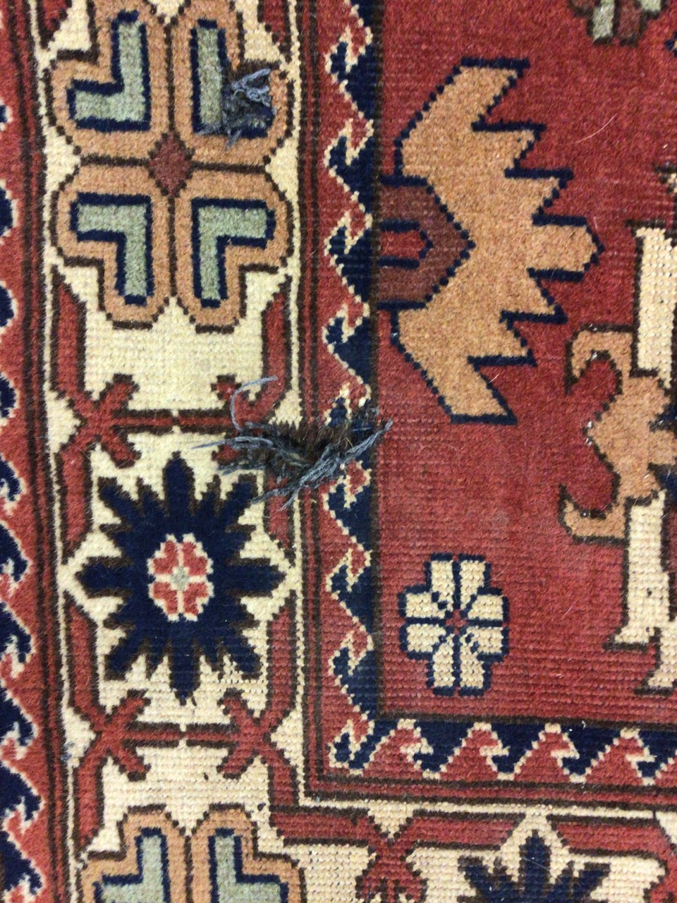 A Persian Hamadan rug with terracotta ground surrounded by a large cream border. W:173cm x H:120cm - Image 4 of 4