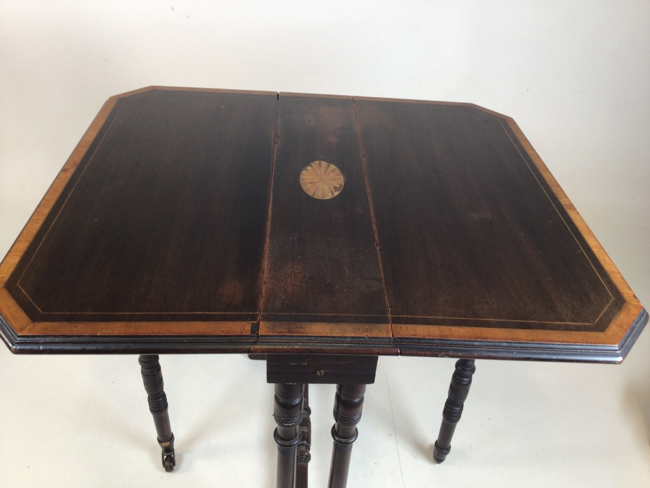 A small Edwardian mahogany inlaid Sutherland table with turned legs and stretcher with ceramic - Image 5 of 9