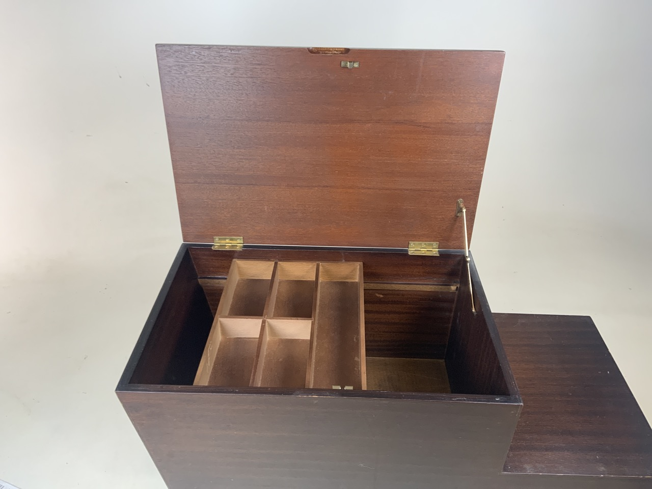 Mid century Vanson teak sewing/ coffee table with lift up top and two drawers. Sliding storage - Image 4 of 5
