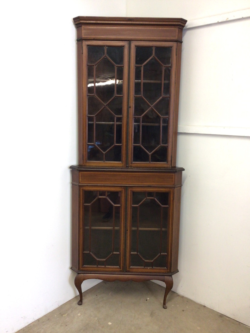 An inlaid Edwardian two piece corner cupboard each section with double doors to shelves W:70cm x D: