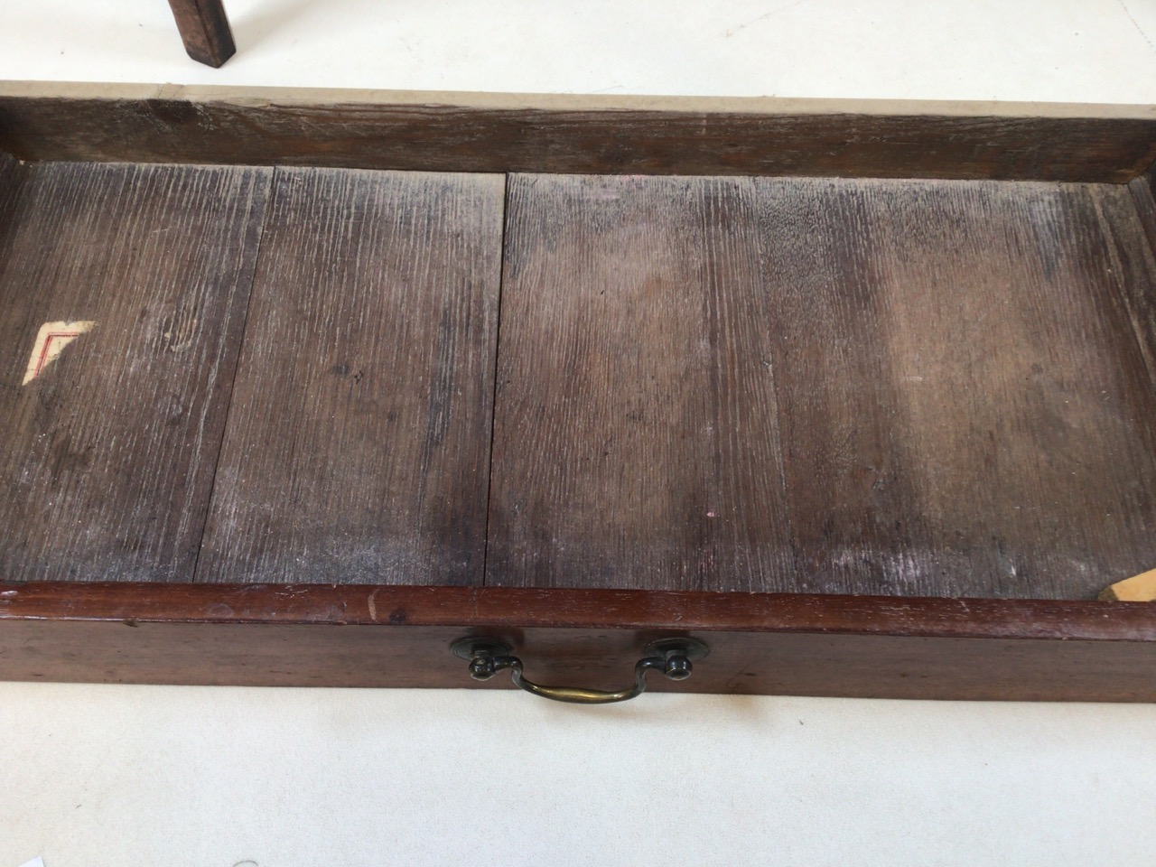 Small antique Georgian style side table with tapered legs with large central drawers and brass - Image 4 of 8
