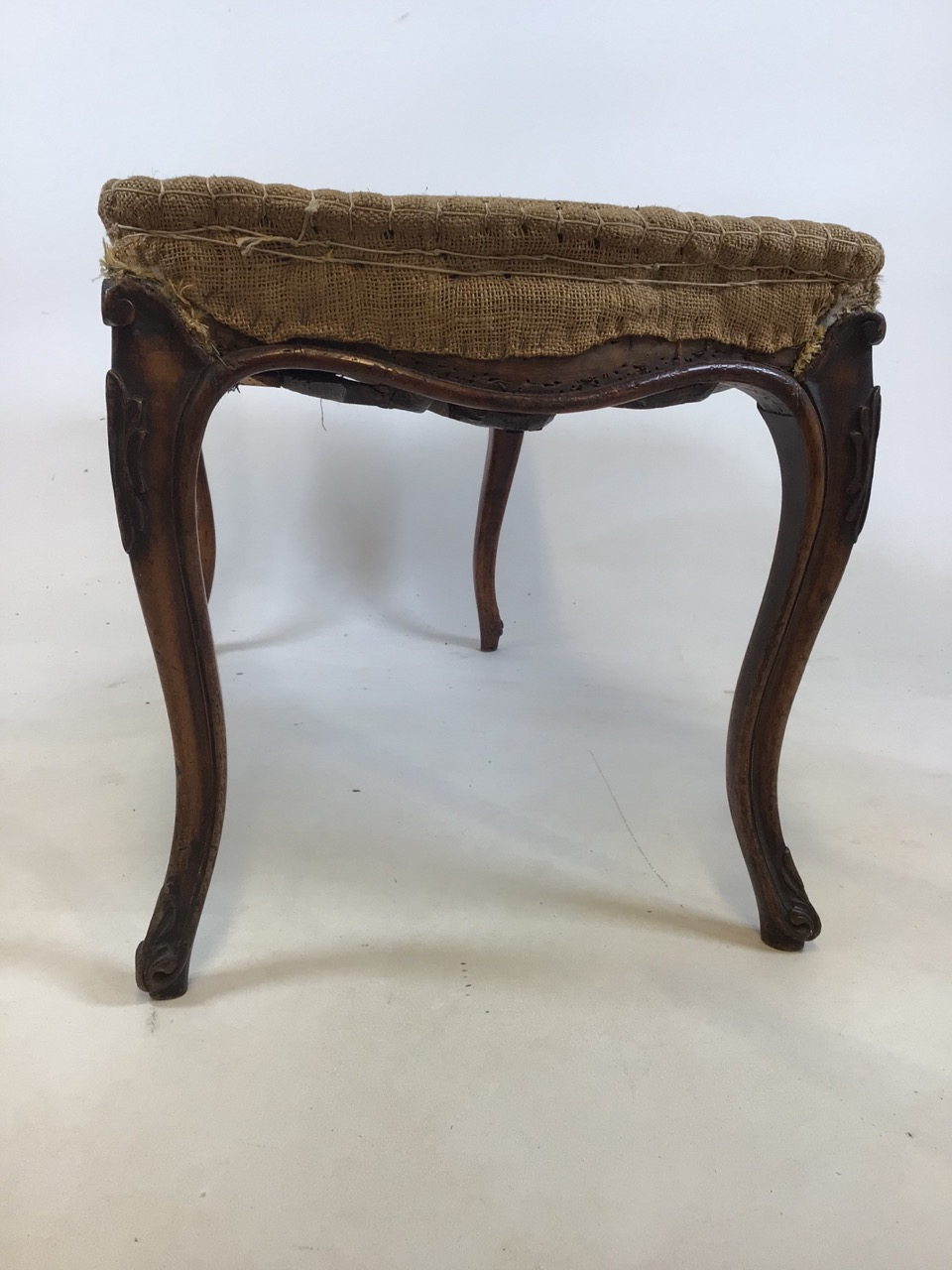 A duet stool with Queen Anne style legs, made from two chairs. W:82cm x D:45cm x H:45cm - Image 3 of 4