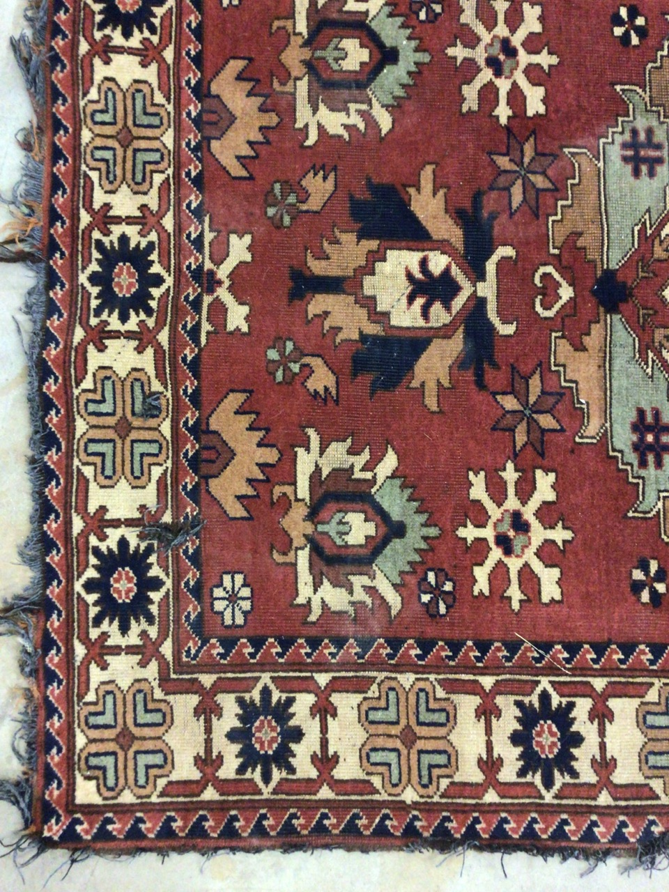 A Persian Hamadan rug with terracotta ground surrounded by a large cream border. W:173cm x H:120cm - Image 3 of 4