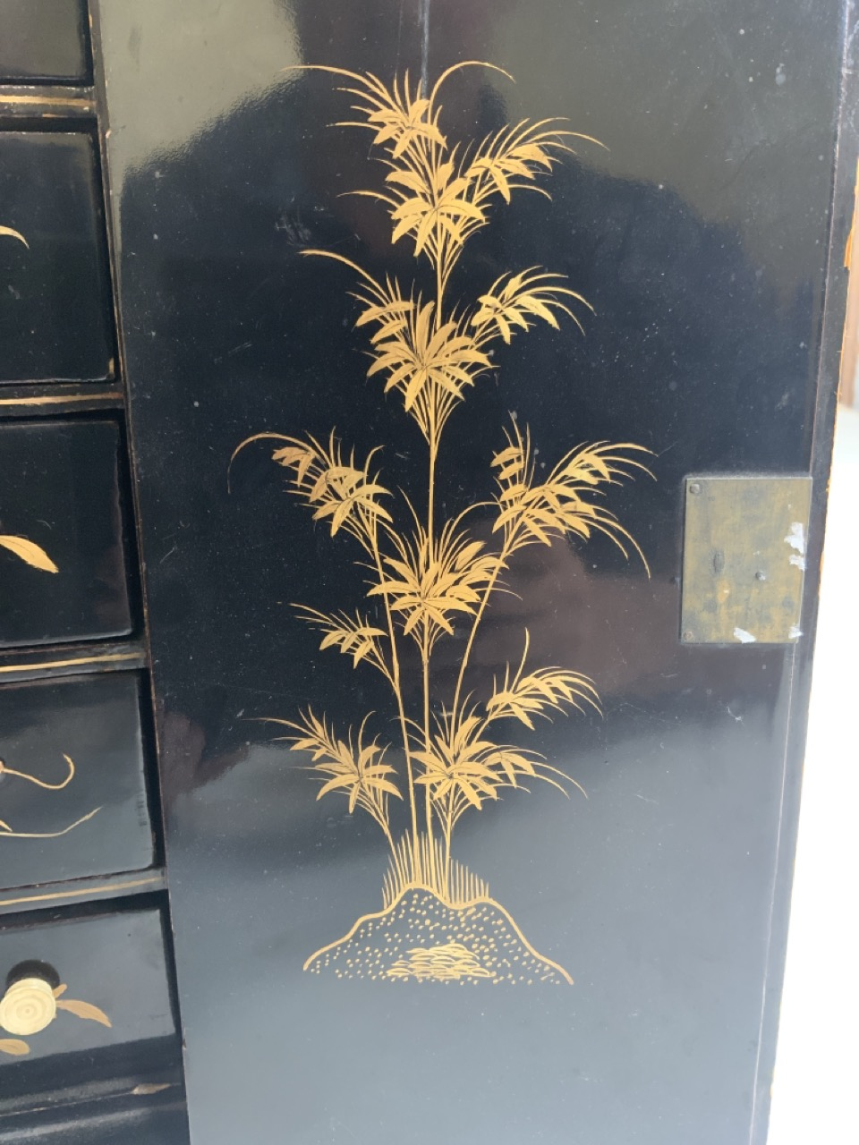 A black lacquered Japanese jewellery chest of five drawers with extensive gilt painted decoration - Image 6 of 13