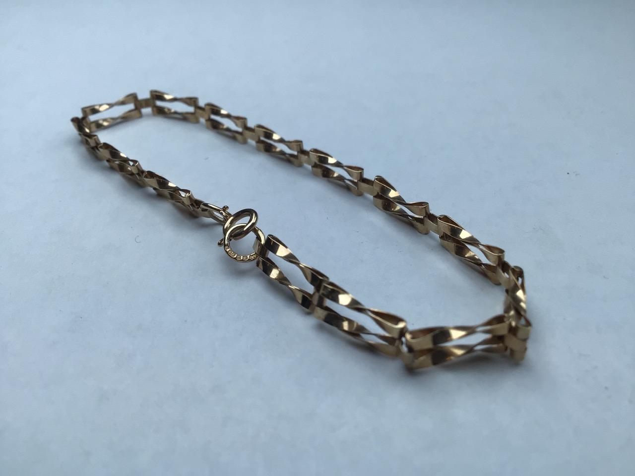 9ct gold fancy link bracelet. 1.8g 16cm - Image 4 of 4