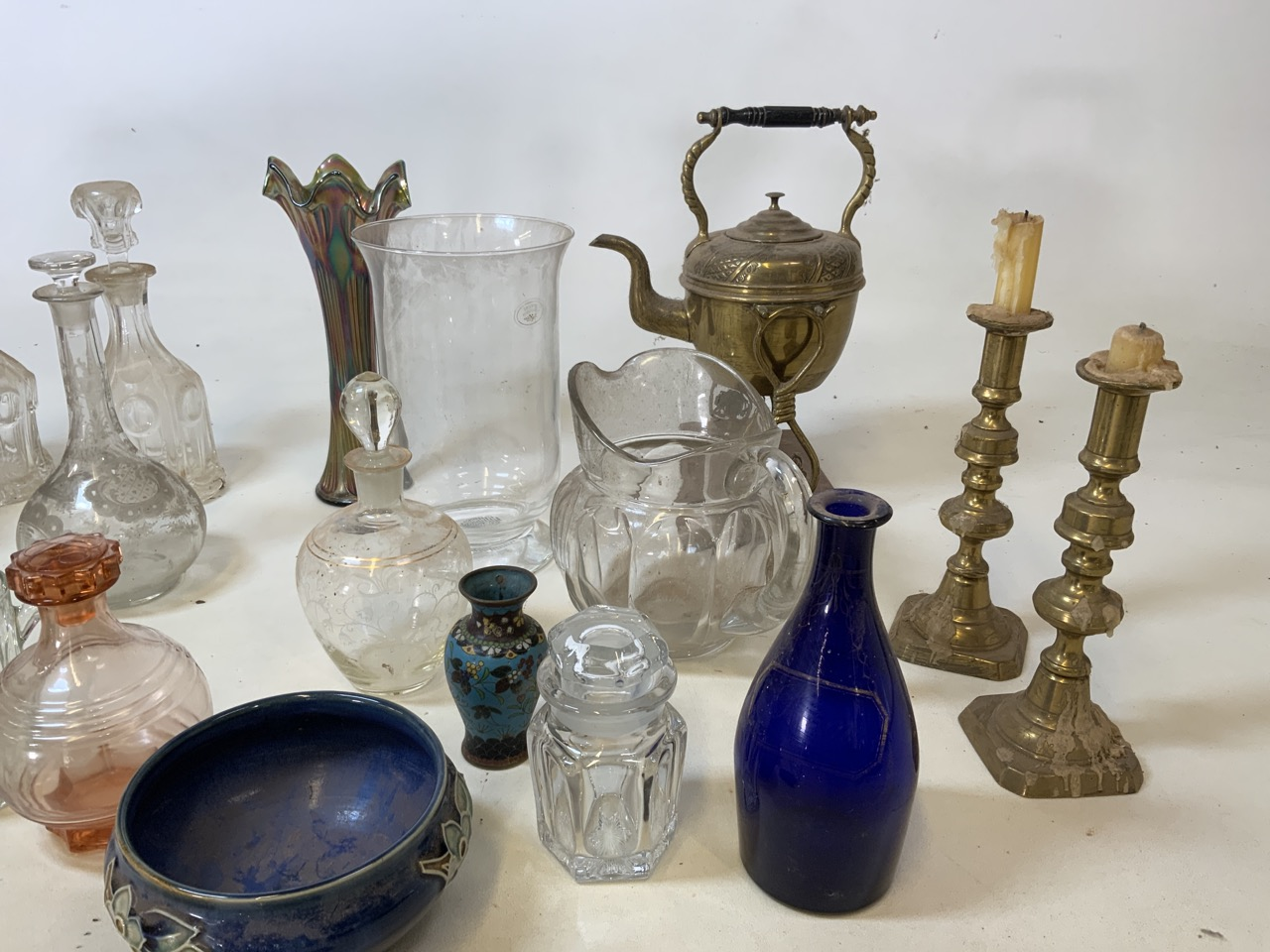 A mixed collection of glass, metal wear and ceramics. To include a brass kettle and a pair of - Image 4 of 6