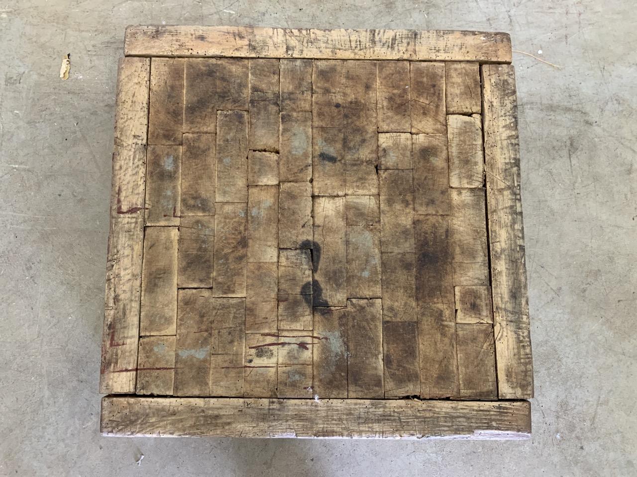 A square butchers block, without base. W:62cm x D:62cm x H:18cm - Image 2 of 5