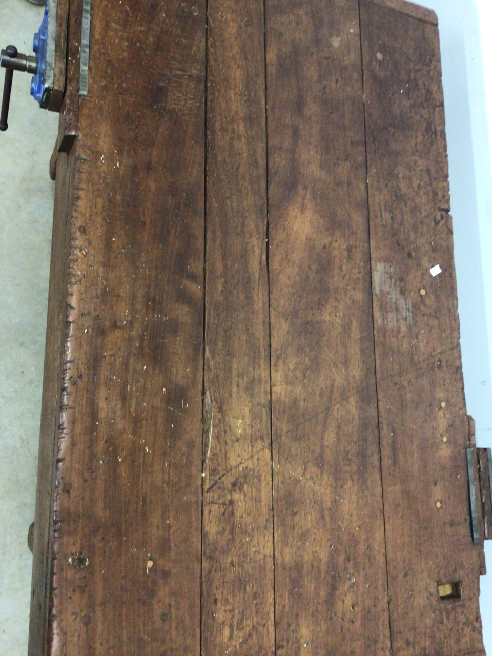 An antique Hardwood workbench with two vices and a lower shelf. W:140cm x D:85cm x H:78cm - Image 5 of 6