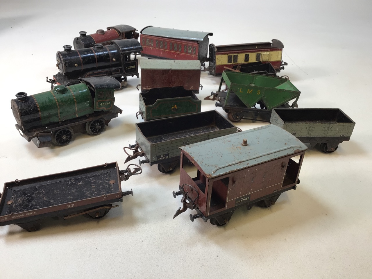 A large collection of 0 gauge Hornby tinplate items to include track, track accessories, buffers, - Image 5 of 5