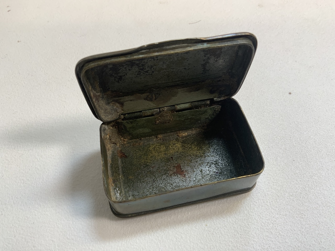 A Victorian brass pocket compass also with a brass snuff box. - Image 5 of 5