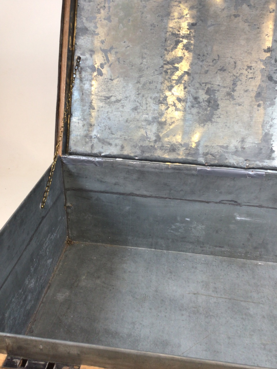 A large 19th century lead trunk with metal bound edges. W:97cm x D:60cm x H:36cm - Image 5 of 9