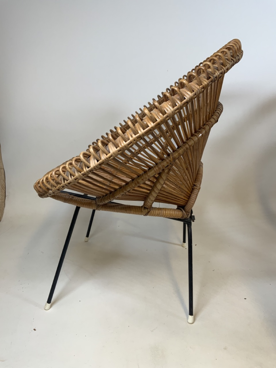 A Franco Albini mid century circular coffee table in wicker and metal with glass top and two - Image 3 of 7