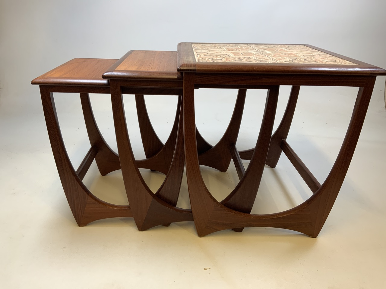 A G Plan mid century nest of three tables with tiled top table. W:50cm x D:50cm x H:51cm - Image 5 of 6