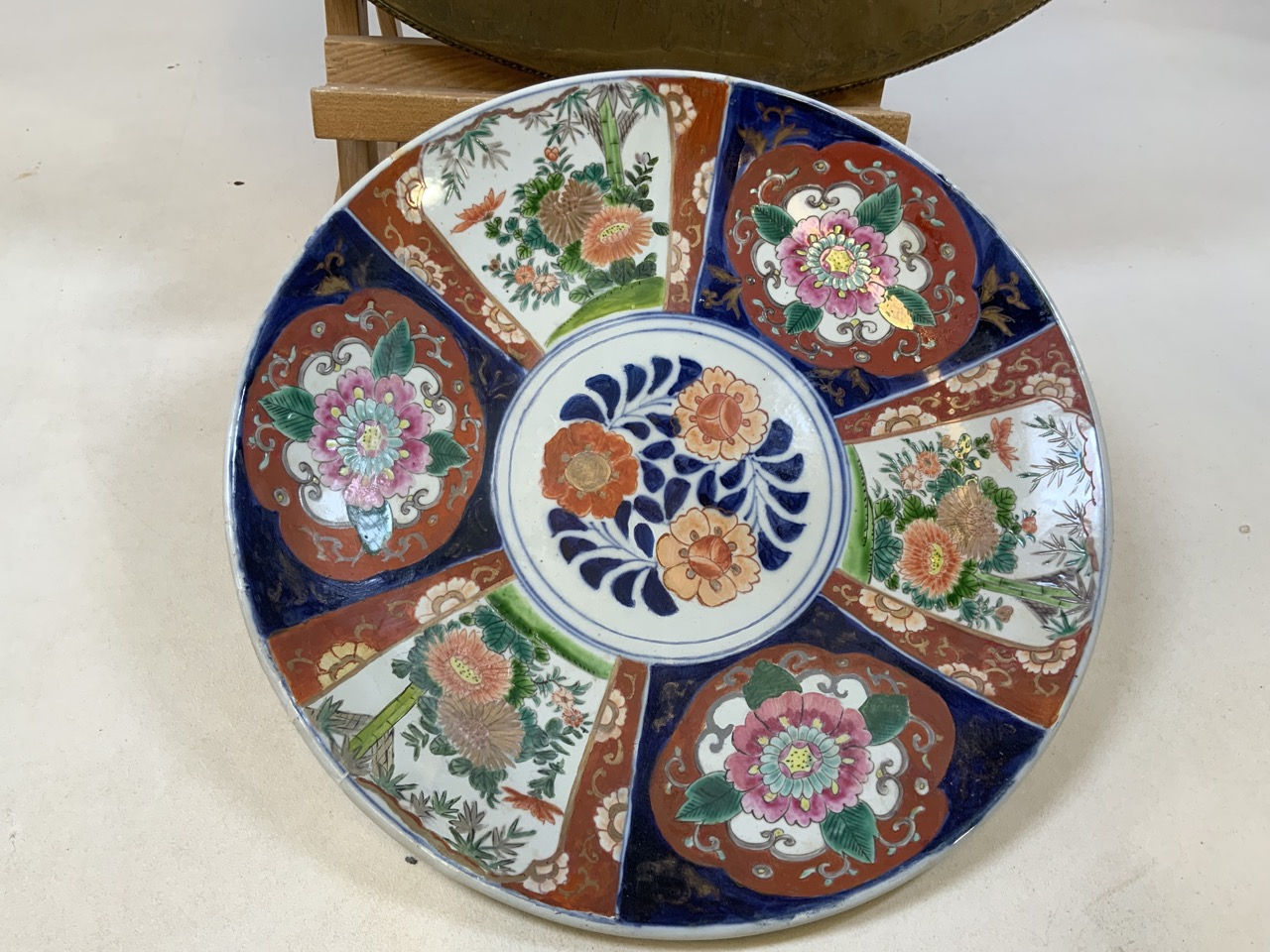 An Imari style Japanese charger (restored) 42cm together with an Eastern brass charger engraved with - Image 2 of 6