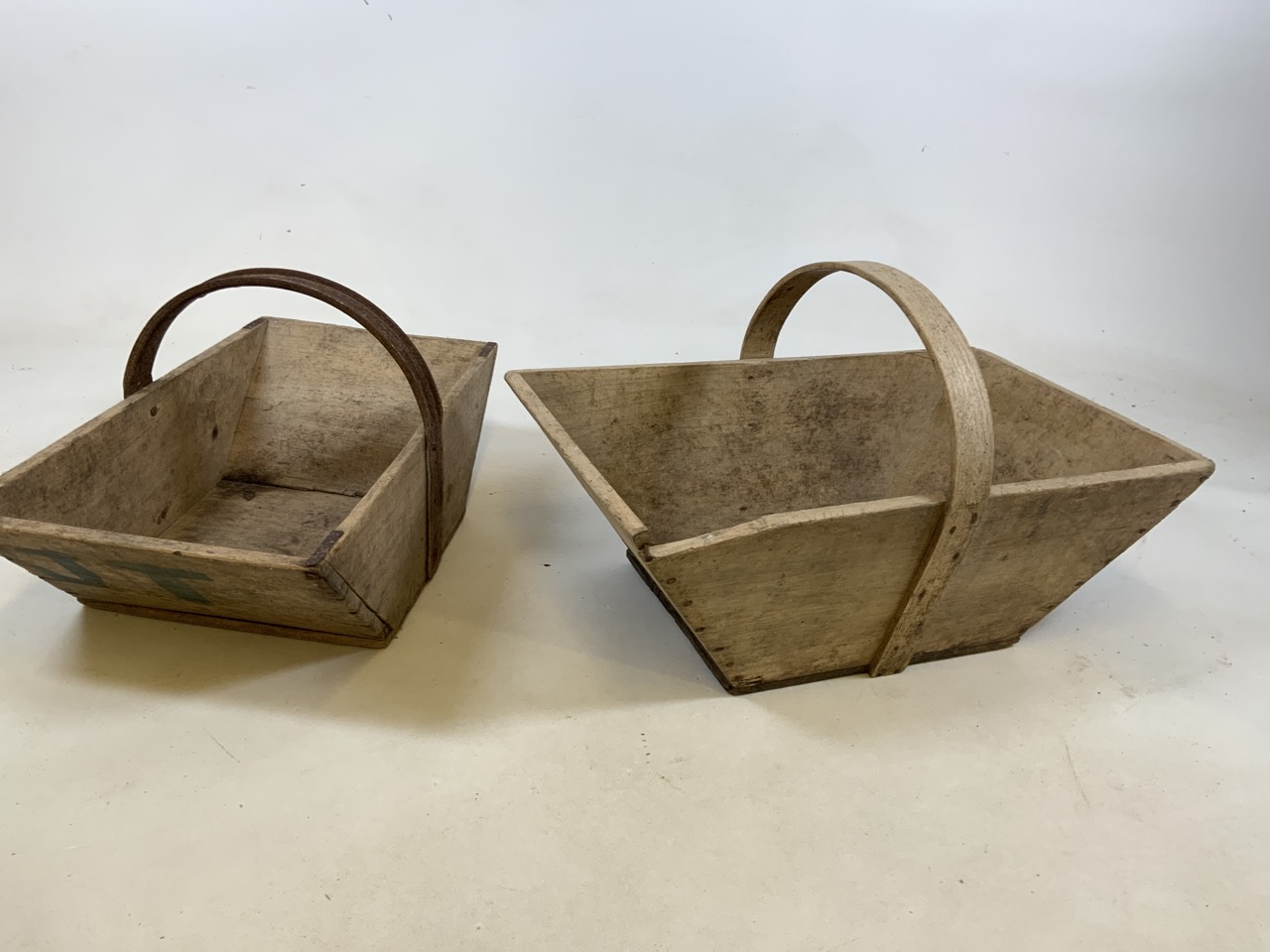 Two vintage French wooden flower trugs. One with bentwood handle and one with metal handle W:36cm - Image 2 of 5