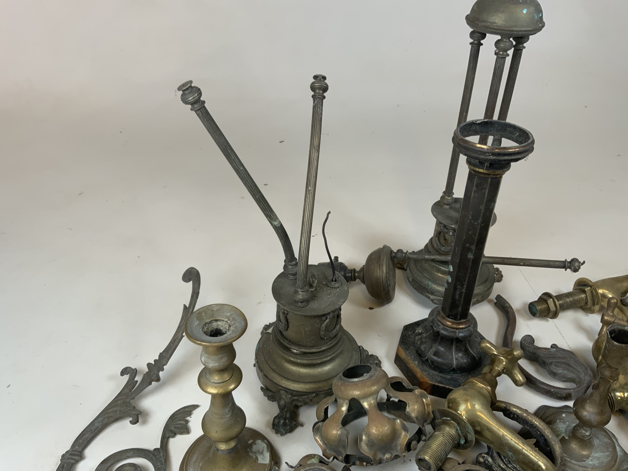 A large quantity of brass and copper items including taps, door knockers, lamps and candle sticks - Image 2 of 4