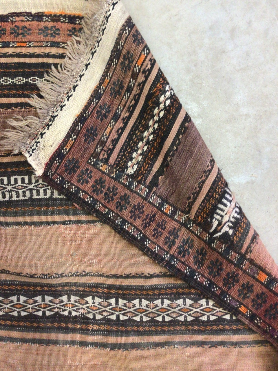 An antique eastern runner with Aztec influence. W:290cm x H:105cm - Image 4 of 4