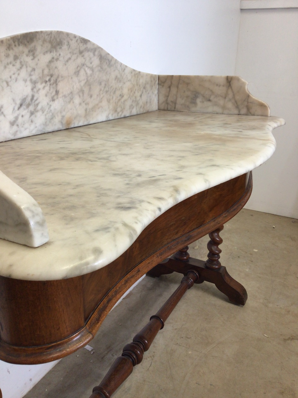 A serpentine front mahogany marble topped wash stand with large barley twist legs and turned - Image 5 of 5