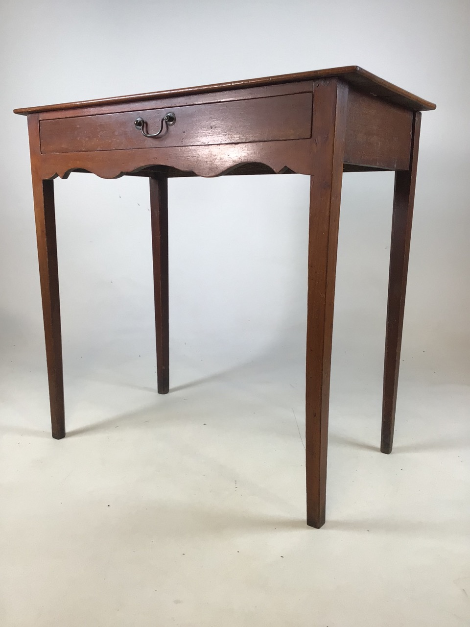 Small antique Georgian style side table with tapered legs with large central drawers and brass - Image 2 of 8