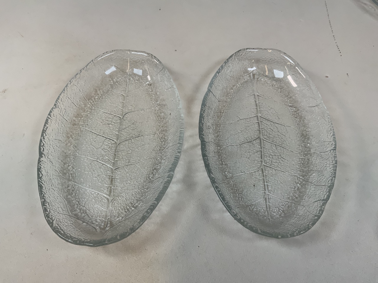 A collection of Arcoroc fish plates : eleven large, 26cm and eight small 17cm together with six leaf - Image 5 of 5
