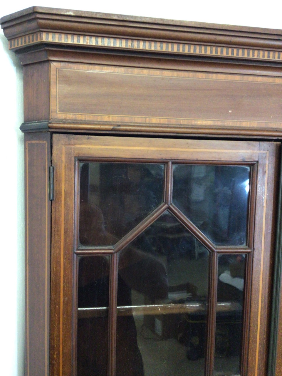 An inlaid Edwardian two piece corner cupboard each section with double doors to shelves W:70cm x D: - Image 4 of 5
