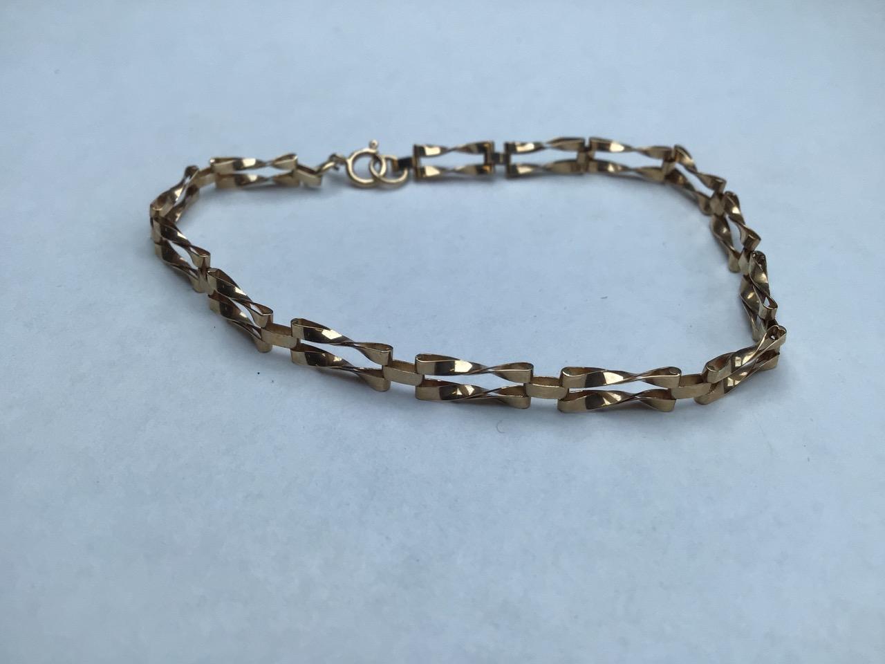 9ct gold fancy link bracelet. 1.8g 16cm - Image 3 of 4