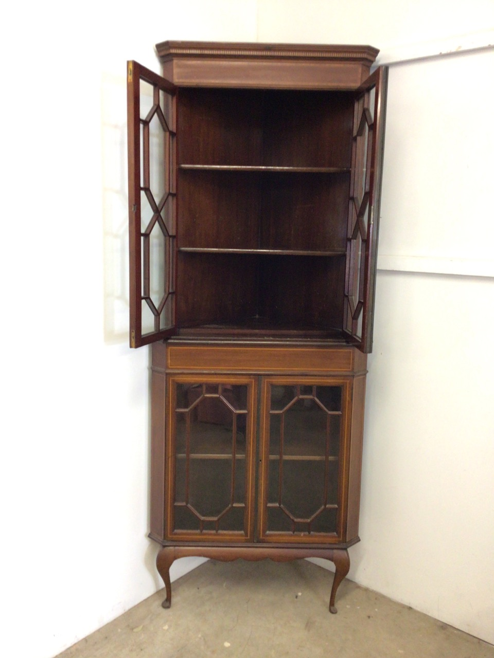 An inlaid Edwardian two piece corner cupboard each section with double doors to shelves W:70cm x D: - Image 2 of 5