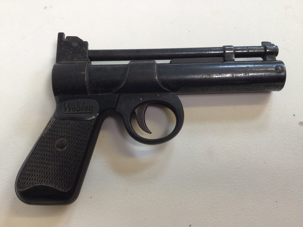 A Webley Junior air pistol. Webley Scott ltd Birmingham 4. W:19cm x D:13cm. - Image 2 of 4