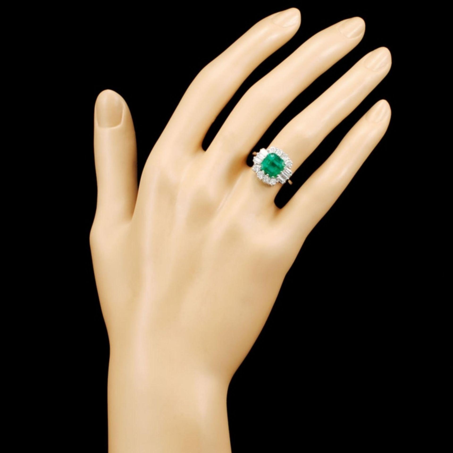 18K Gold 2.80ct Emerald & 1.00ctw Diamond Ring - Image 4 of 5