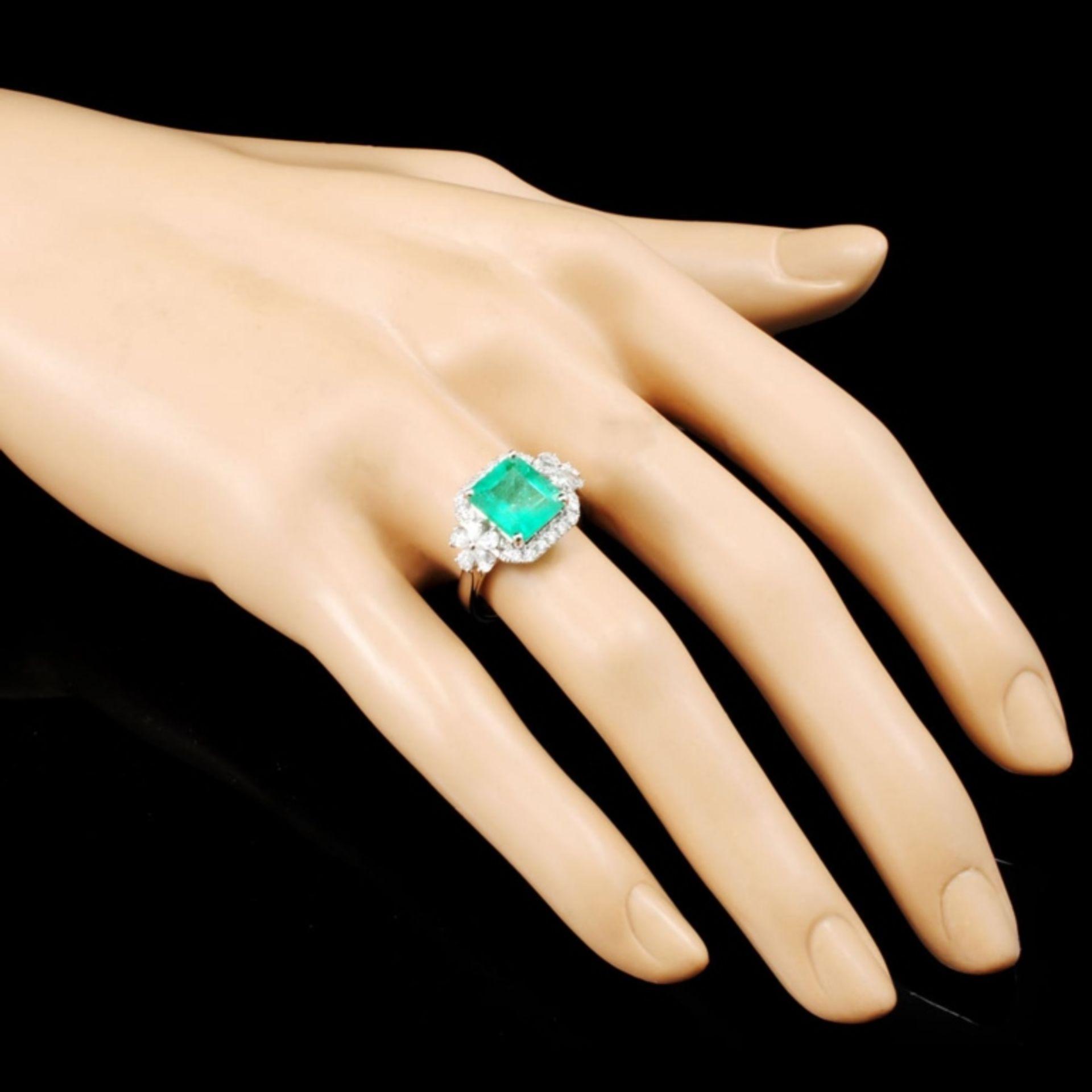 18K Gold 2.60ct Emerald & 0.77ctw Diamond Ring - Image 3 of 5