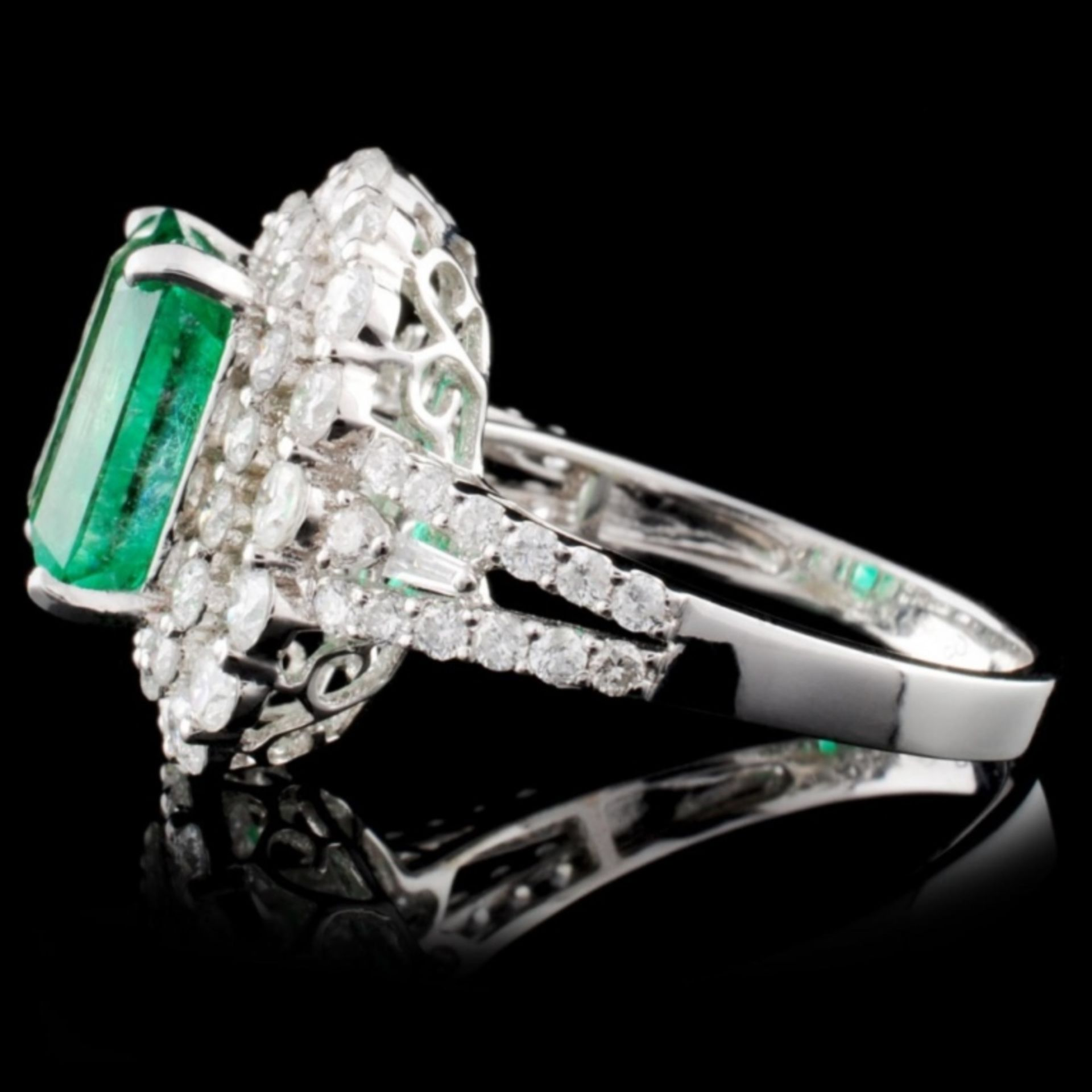 18K W Gold 3.54ct Emerald & 1.77ct Diamond Ring - Image 3 of 4