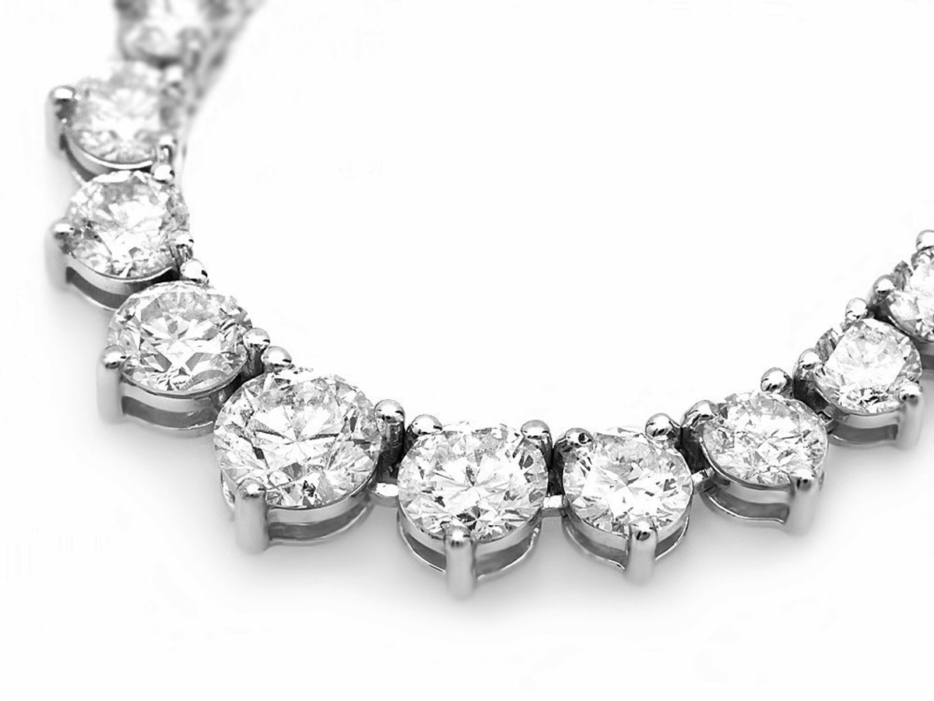 18k White Gold 9.50ct Diamond Necklace - Image 3 of 5