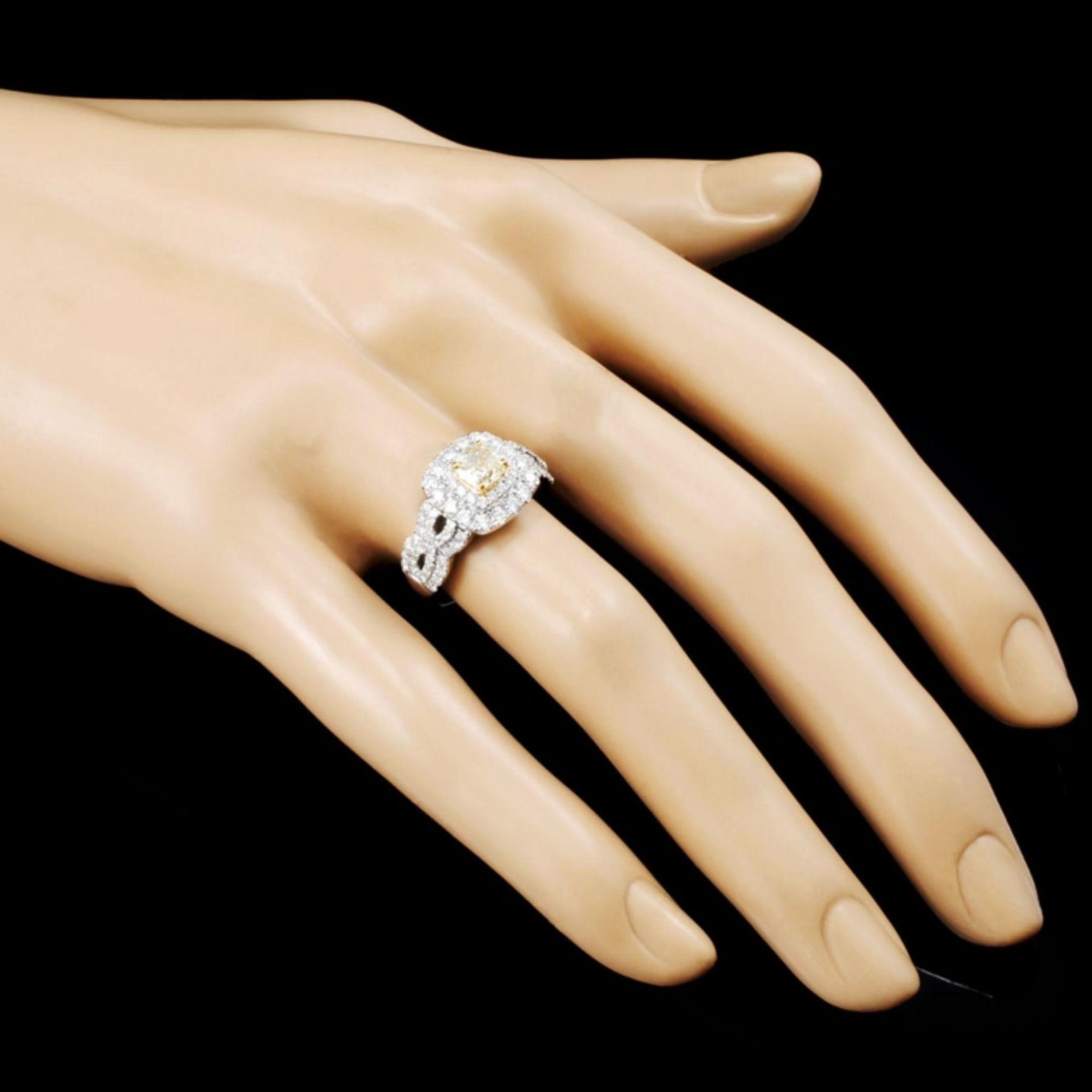 18K Gold 1.52ctw Fancy Diamond Ring - Image 3 of 5